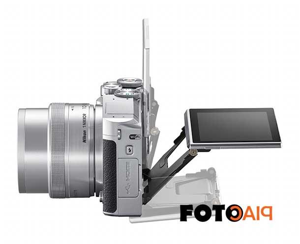 Az LCD kihajtható a Nikon 1 J5 digitális cserélhető objektíves fényképezőgép hátulján