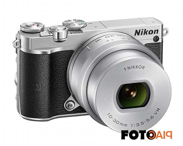 Kicsi és stílusos a Nikon 1 J5 digitális cserélhető objektíves fényképezőgép